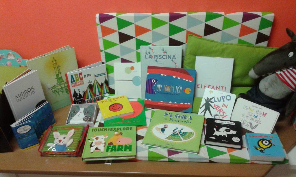 Una selezione dei libri che partiranno per Idomeni