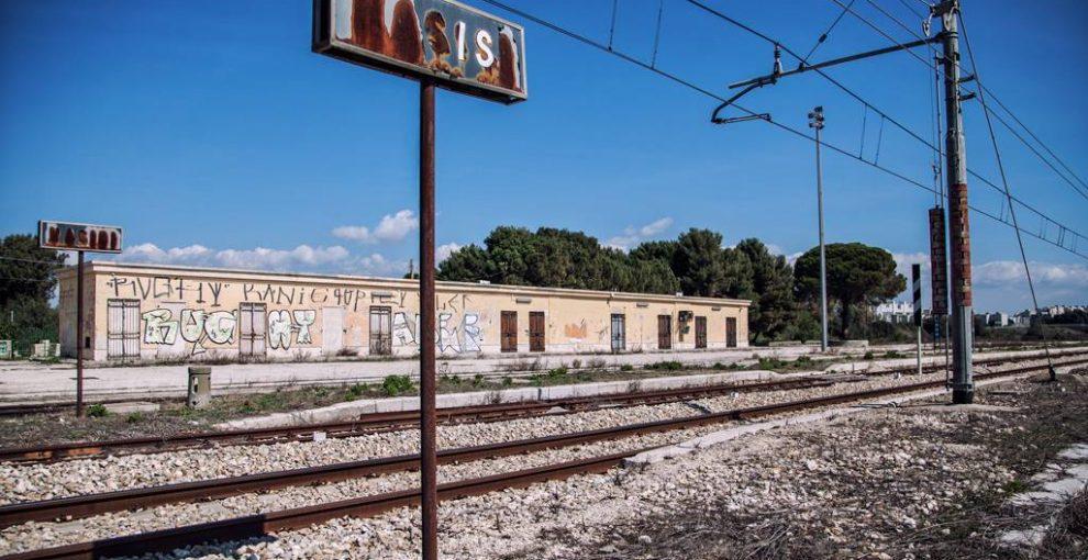 Dalle stazioni abbandonate ai 'binari verdi': le ferrovie locali tra degrado e recupero