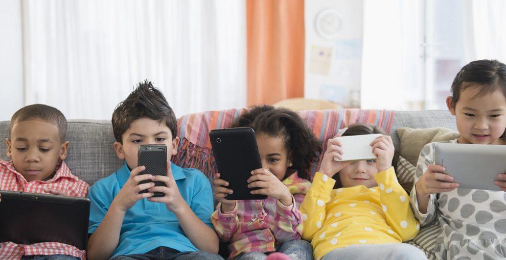 Perché dobbiamo insegnare ai bambini come stare online