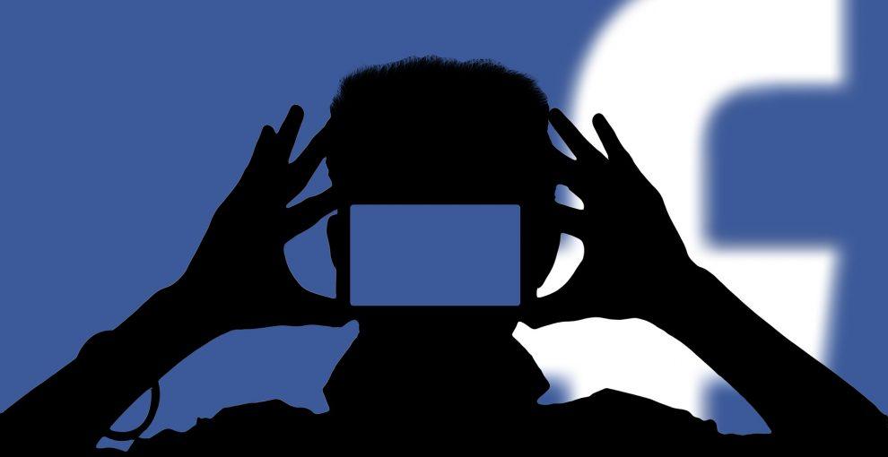 Le foto dei figli su Facebook e le multe ai genitori. Facciamo chiarezza