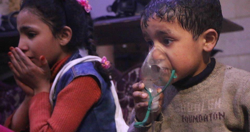 Siria, la popolazione di Douma sotto attacco: cosa sappiamo e la difficoltà dei media di documentare
