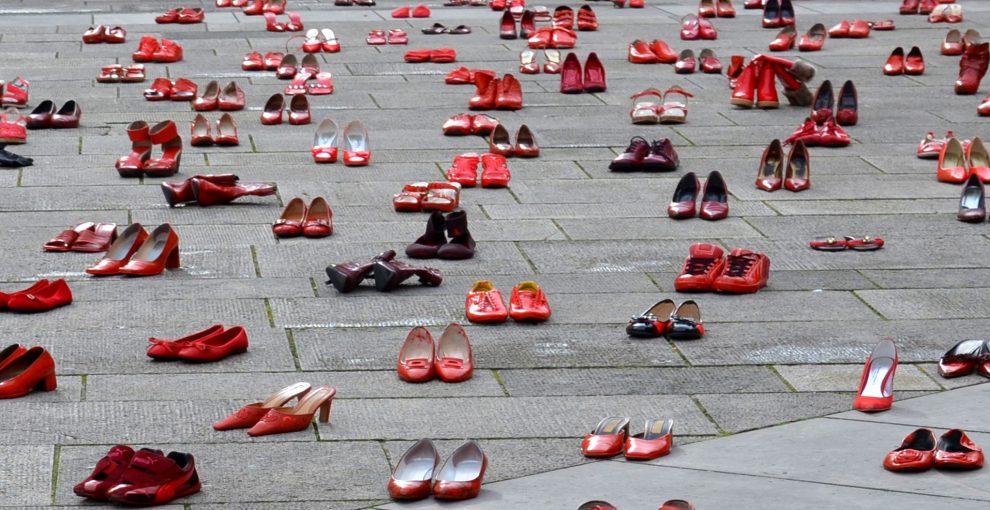 Scarpe rosse, simbolo del femminicidio