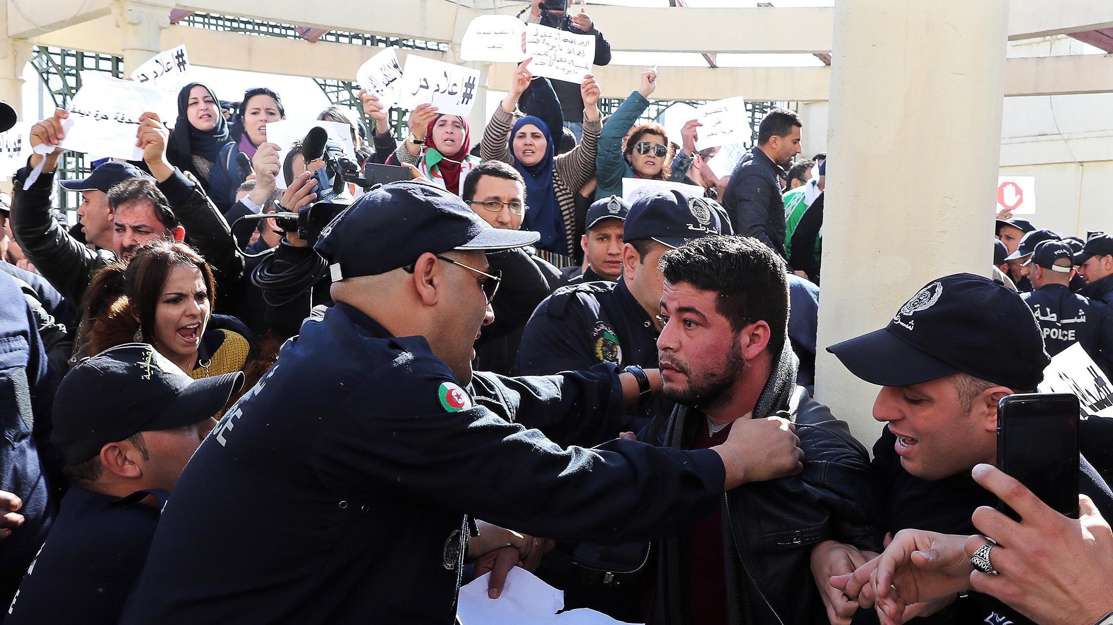 Risultati immagini per arresti a orano algeria