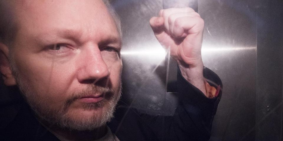 Gli USA ora accusano Assange di spionaggio: un attacco senza precedenti al giornalismo