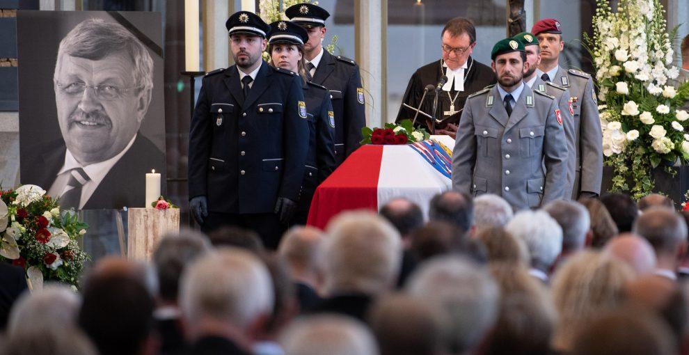 Germania, l'omicidio del politico a favore dell'accoglienza dei migranti e lo spettro del terrorismo neonazista