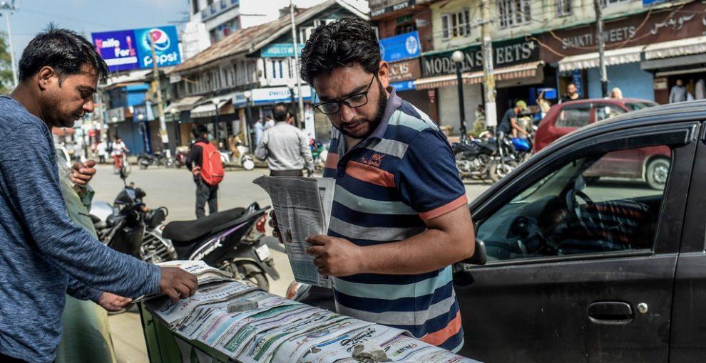 Kashmir: carta, penna e motociclette. Così i giornalisti raccontano la repressione, sfidando la censura